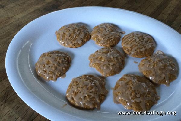 heart-pumpkin-cookie-glaze